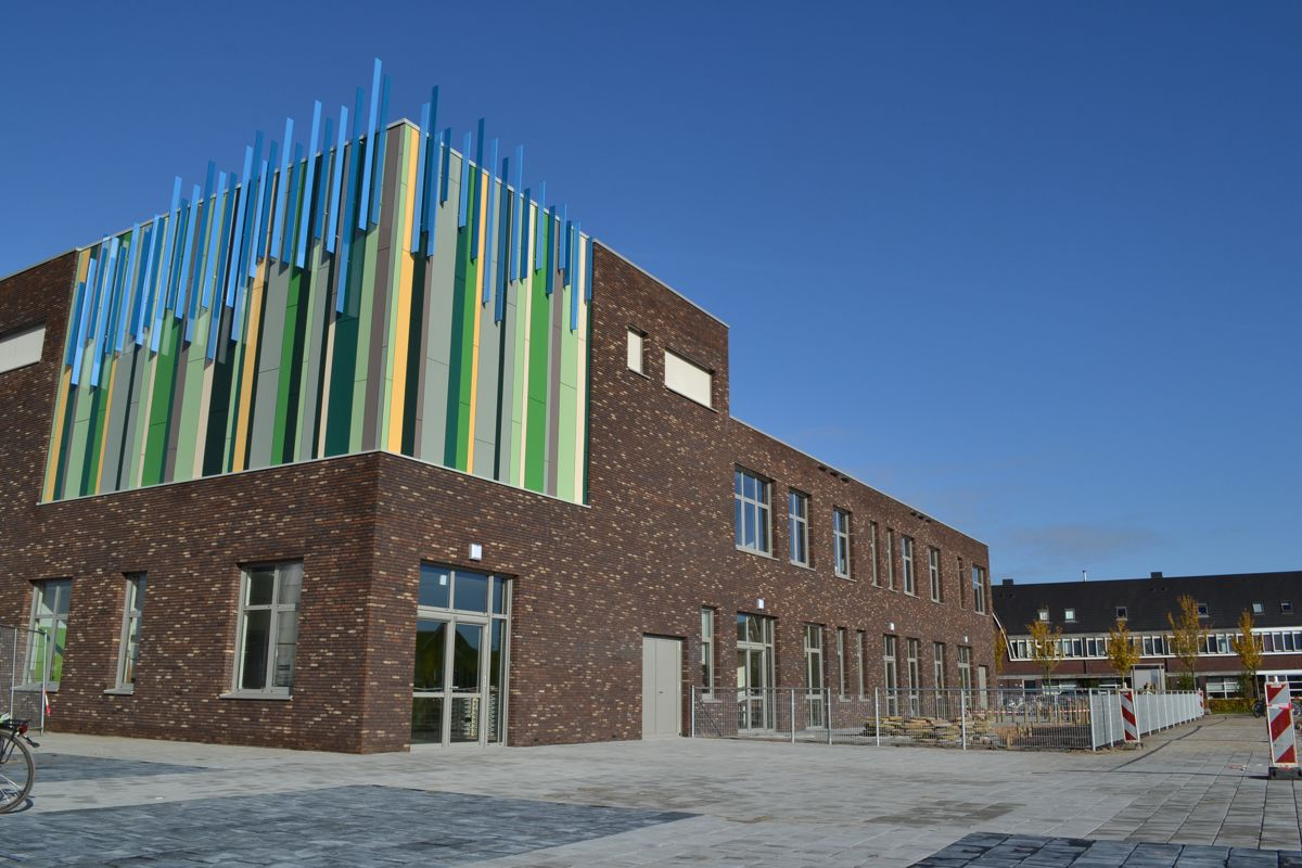 Nieuwbouw brede school houten bureau bramer